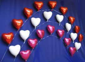 Hochzeitsdekoration mit Herzballons aus Folie
